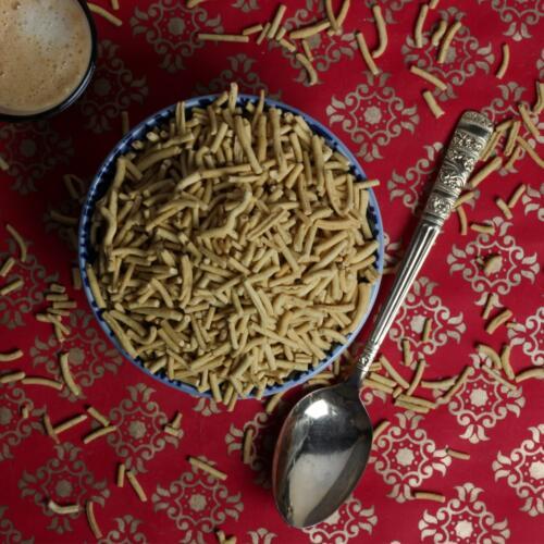 Urban Platter All Natural Roasted Low-Fat Ratlami Sev, 800g [Super Value Pack, Traditionally Made, With Hint Of Garam Masala]